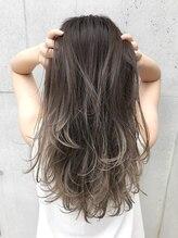 枝毛、切れ毛94%削減*。思わず触れたくなる、【暗髪グレージュハイライトカラー】です♪