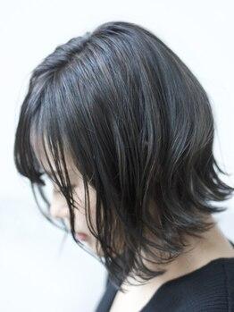 マルカ(marca)の写真/オンリーワンのデザインで周りと被らないStyleへ!髪を明るく出来ない学生さんも、暗髪でもオシャレに♪