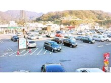 CAN sis坂店の雰囲気(駐車場は一台一台が広くて、たくさんあるので、便利で安心!!!)