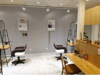 デンヘアープロデュース(DEN Hair Produce)の写真/丁寧なカウンセリングと高い技術が魅力◎思わずうたた寝してしまう穏やかな空間で贅沢なサロンタイムを♪