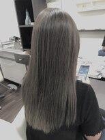 ヴィオレッタ ヘアアンドスペース(VIOLETTA hair&space)透け感のあるグレージュカラー