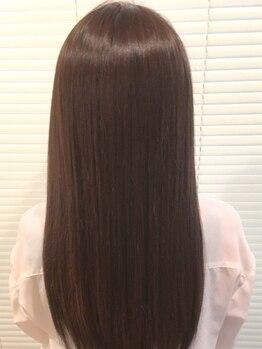 エリカ(erica)の写真/髪の広がりやうねりにお悩みの方必見◎髪に優しいこだわりの薬剤で毛先まで艶のあるストレートスタイルに♪