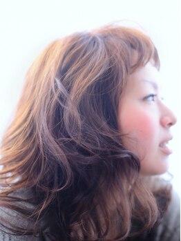 クロノスロウリー(chronoslowly)の写真/ふわふわカールラインが女子力を高めてくれる!アレンジもしやすく、遊び心をくすぐるスタイルに♪♪