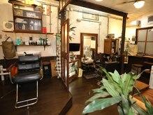 スタジオインターセクション(STUDIO INTERSECTION)の雰囲気(くつろげるシャンプー台で当店自慢のヘッドスパを・・・♪)