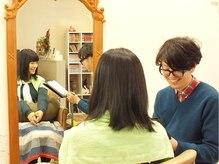 スタッカートアットヘアー(staccato@hair)の雰囲気(手彫りのアンティークミラーがお客様を優雅な気分にしてくれます)