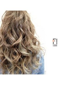 ヘアーメイクアンドネイル エフプラス(hairmake&nail F PLUS)【F PLUS!-エフプラス-】シンプルな巻き髪スタイル