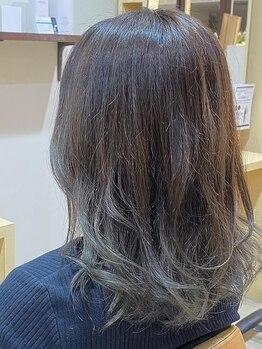 デザイニングヘアードゥ(designing hair Deux)の写真/【祝園駅直結!せいかガーデンシティ内】ダメージレスで艶と透明感のあるトレンドカラーに♪白髪カバーも◎