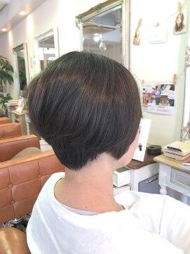ファミーユ ヘア(Famille Hair)40、50代のお客様に大好評!前下がりショートボブ