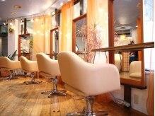 スナージーヘアーメイクス(SNAZZY HAIR MAKES)の雰囲気(カフェ風な、味のあるbigチェアで、リラックス!)