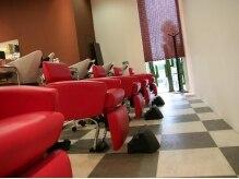 エスアンドエフ美容室 アピタ店(S&F)の雰囲気(座り心地の良いシャンプー台です。)