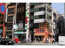 ヘアーモードキクチ 日本橋三越前店の雰囲気(チケットショップの大黒屋の上です。)