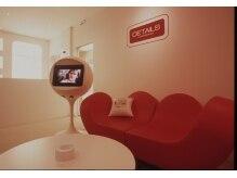 ディテール(DETAILS)の雰囲気(赤いハートのソファーが目印の蟹江駅前サロンです。)