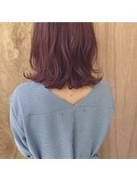 赤毛ガール。大人カジュアルな外ハネロブ。