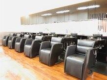 ビューティーヘアーサロン アングル 博多店(Beauty Hair Salon angle)の雰囲気(シックなシャンプー台。種類が豊富なトリートメントを是非!!)
