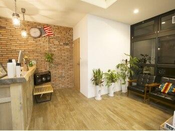 ヘアー トライベッカ(Hair Tribeca)の写真/店内はニューヨークのアトリエをイメージ☆メンズも気軽に来店できる♪