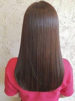 アーティック 長崎店(arttic)の写真/髪質改善の為に開発されたウルティアでダメージ補修しながら、圧倒的なツヤ,もっちり手触りのツヤサラ髪へ!