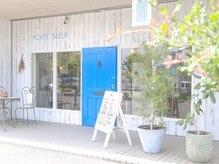 ポルトブルー(PORTE BLEUE)の雰囲気(幸せを呼ぶ青い扉)