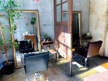 美容室カードル 新小岩店(Cadre)の雰囲気(半個室の落ち着いたセット面です。(Cadre新小岩店))