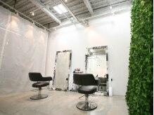 ヘアアンドメイク プロダクトスティーロ(Hair&Make Product Steelo)の雰囲気(スッキリとした空間に自慢の大きな鏡☆)