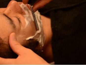 ビューティーアンドバーバー ボンド(beauty&barber Bond)の写真/<カット+眉カット+シェービング¥3620>★この心地よさはオトナの男の特権。無駄を削ぎ落とす至極の職人技。