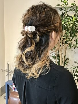 ヘアアンドメイクフリッシュ(HAIR&MAKE FRISCH)結婚式ヘアアレンジハーフアップ