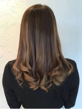 エヴァーグリーン(ever green)の写真/TOKIOトリートメント取扱いサロン★何度もカラーした髪に◎驚きの修復度で髪にツヤと柔らかさをプラス♪