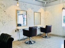 ジゲン ヘアーリゾート(ZIGEN hair resort)の雰囲気(シャビーアンティークを基調とした店内。ゆったりした時間を満喫)