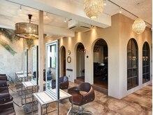 オーブ ヘアー ルミナス 千葉店(AUBE hair luminous)の雰囲気(こだわりの空間で長時間の施術もゆったり寛いで過ごせます。)