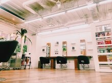 ヘアー モス(hair moss)の雰囲気(半個室もあり、外の喧噪感からシャットアウトされた空間で…)