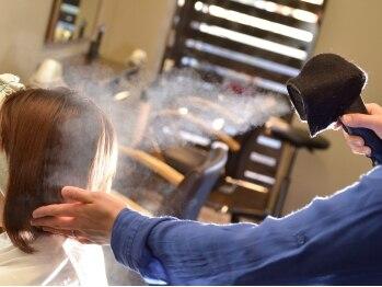 """ヘアメイク クリッパー(Hair Make Clipper)の写真/""""ナノイオンシステム""""導入。ダメージを抑えた施術で髪本来の美しさを引出し、みずみずしいストレートへ!"""