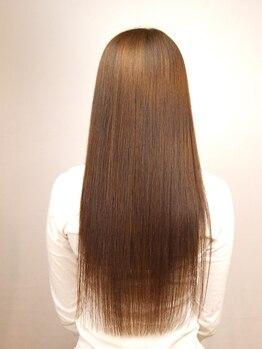 エムロード(M'ROAD)の写真/ナチュラル質感をキープしたままのサラ艶ストレートに♪コテ巻きやカラーも楽しめる扱いやすい美髪に導く♪