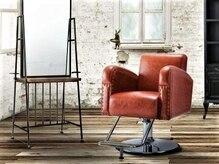 お客様の座る席は最高級のレザーを使い、長時間座っても快適チェアを採用