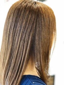ブルー フラッグ ヘアー ワークス(blue flag hair works)の写真/【ダメージレス】強いクセ毛でお悩みの方もOK◎髪質に合わせた施術で自然なサラ艶ストレートをご提供◇