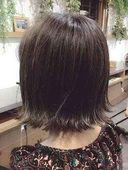 """オレンジ カウンティ(ORANGE COUNTY)の写真/""""切りっぱなしショート""""が可愛い♪流行のカラー+外ハネ濡れ髪風にしたら、一気に垢抜けスタイルに!"""
