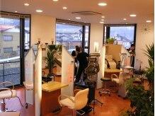 アプランドルの雰囲気(明るい店内と開放的な大きな窓が特徴的♪)