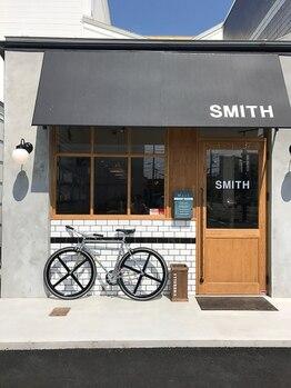 スミス(SMITH)の写真/太陽の光が差し込み、明るくオシャレな空間。美と空間とコーヒーと癒しを融合させた最新なサロン。