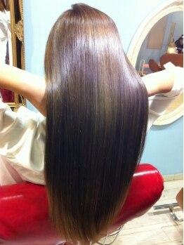 アメリ(Amelie)の写真/髪質・ダメージに合わせた薬剤で髪への負担を抑え、髪質を見極めた施術で憧れのうるツヤストレートへ☆