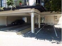 アプランドルの雰囲気(1階駐車場と入口☆。・*)