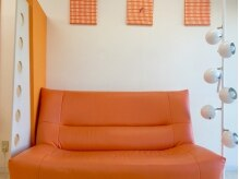 アートヘアーコンサルタント アンジュ(ANGE)の雰囲気(ゆったり腰かけられるソファをご用意してます。)