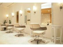 ケーアンドケーオリジナルヘアー(K&K original hair)の雰囲気(店内は白を貴重とした優しい雰囲気の空間になっております)