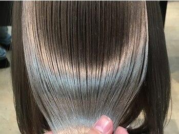 ユーレルム(U-REALM)の写真/ダメージ毛程違いが分かる!今までにない質感にヤミツキ!劇的な髪質改善が叶う魔法のヘアケア《oggi otto》