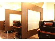 バルビエ グラン 銀座(barbier GRAND)の雰囲気(最高級サロンチェアとパーテーションされた広い店内 <理容室>)