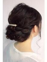 結婚式大人可愛いシンプルねじりヘアセット