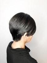 ロッソ 逗子銀座店(ROSSO Zushi-Ginza)白髪染めをしない自然なグレーヘア×骨格補正ショート