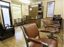 髪切屋の雰囲気(落ち着いた雰囲気の店内。)