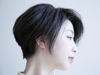 フラウ(frau)の写真/【駅近/マンツーマン】髪に優しい大人のグレイカラーで、気になる部分も自然にカバー。