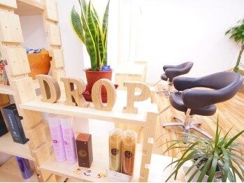 ヘアサロン ドロップ(hair salon drop)の写真/リゾートをイメージした店内はウッドコテージにいるかの様な雰囲気♪日常生活を少し忘れられる空間です☆
