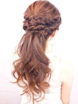 結婚式の髪型(ヘアアレンジ) ツイストアレンジのハーフアップ