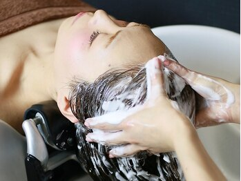 ウィズ 美容室 千葉店(Wiz)の写真/【プレミアムOGヘッドSPA¥3120~】髪のダメージでお悩みの方、メンズにも大好評!プロの極上のスパを[千葉]