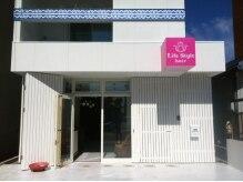 ライフスタイルヘア 菊住店(Life Style hair)の雰囲気(カフェのような白い建物が目印★くつろぎながらキレイになれる♪)